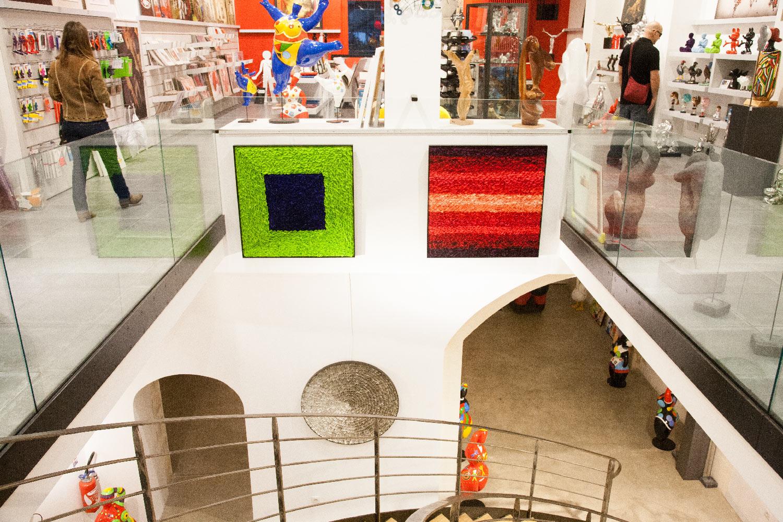 Rosen und Muschelpaneele in der Galerie Image in Air in Paris