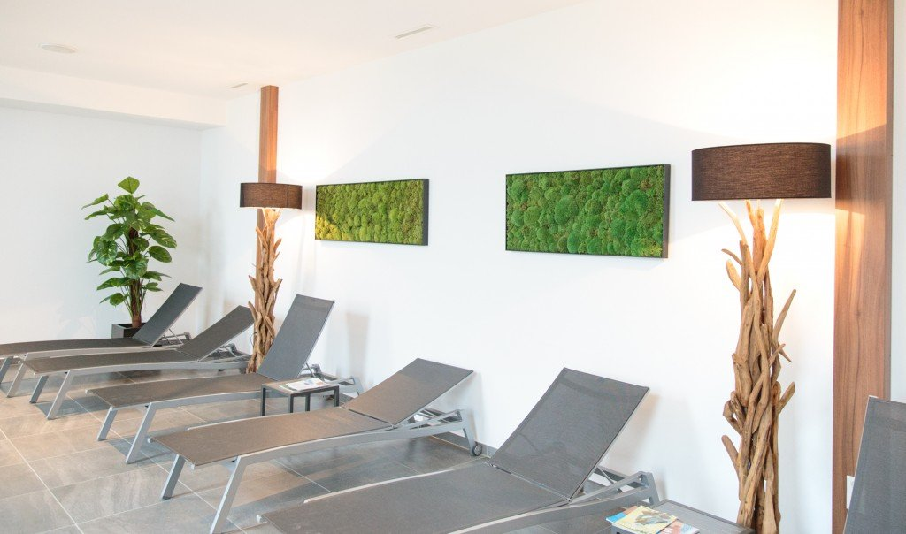 Moosbilder im Hotel-Wellnessbereich